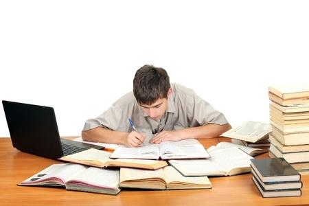 Estudiantes prefieren libros impresos